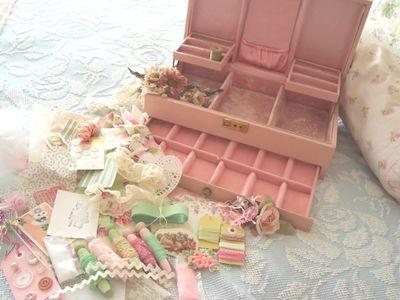 Pink_jewelry_box_inside