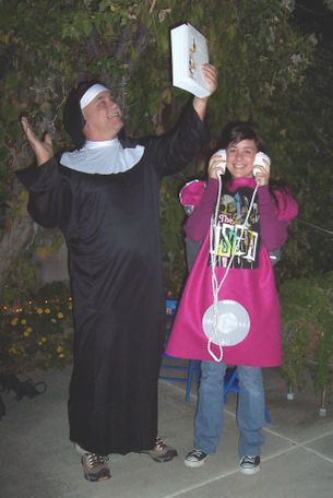 Nun_and_ipod