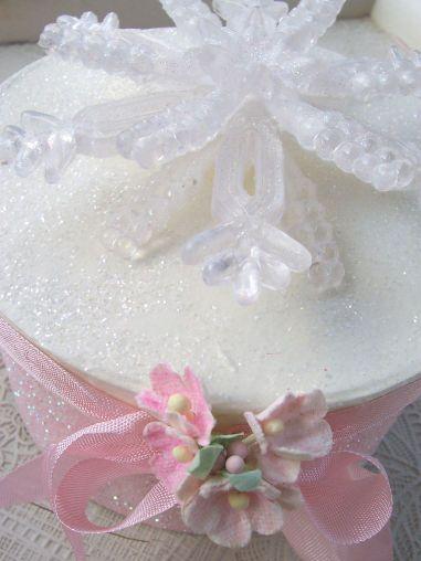 Pink_snowflake_box_1
