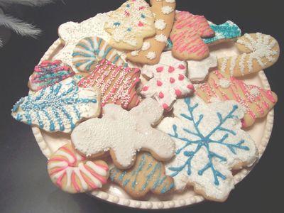 Pink_and_aqua_cookies