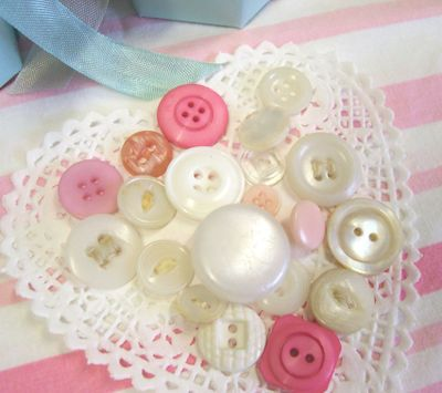 White_and_pink_buttons_3