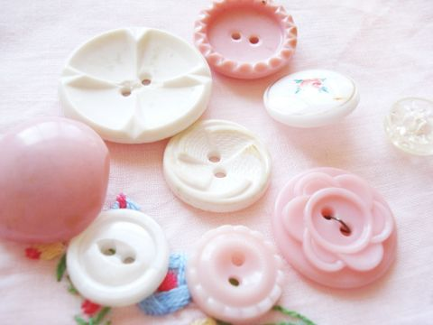 Pink_and_white_buttons