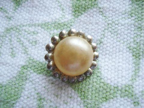 Pearl_button_2